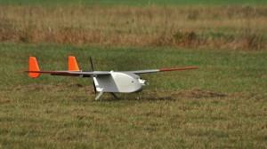 """ALADINA ist ein UAV vom Typ """"Carolo P360"""", das am Institut für Luft- und Raumfahrtsysteme der TU Braunschweig entwickelt wurde. Das Hightech-Modelflugzeug hat eine Flügelspanne von 3,6 Metern, wiegt 22 Kilogramm und kann bis zu 2,5 Kilogramm Nutzlast transportieren. Foto: Holger Siebert/TROPOS"""