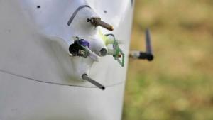 """Einlässe an der Spitze des UAV """"ALADINA"""". Von hier aus gelangt die Luft zu den Partikelzählern im Innern des Hightech-Modellflugzeuges. Foto: Holger Siebert/TROPOS"""