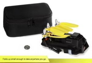 Verschiedene Pakete und Editionen versprechen einen attraktiven Kauf. Zusammengeklappt ist die Pocket Drone kaum größer als die Auflagefläche eines sieben Zoll großen Tablets. Ein schickes Neopren-Case gehört zum Lieferumfang. Foto: airdroids.com