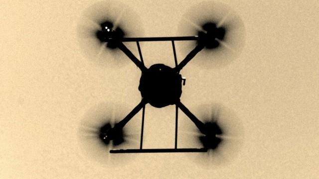 Im Mittelpunkt der Doku-Reihe über Drohnen sollen diverse Quadro-, Hexa- sowie Oktokopter zum Einsatz kommen. (Foto: Screenshot http://www.botswithoutborders.org)