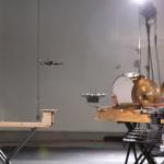 Schlagzeug spielen oder Glocken erklingen lassen? Dank Software und ausgereifter Flugsteuerungen selbst für Drohnen und Multikopter kein Problem. Video: http://kmelrobotics.com