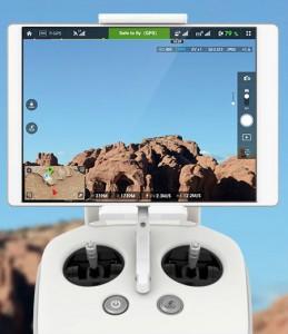 DJI Lightbridge wurde nun auch in ein Phantom-Modell integriert und erlaubt die FPV-Sichtweise per Smartphone oder Tablet in einer Auflösung von 720p.