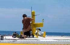 Engineer-readies-for-flight