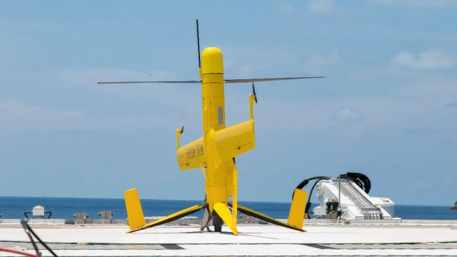 Flexrotor-stands-ready-on-the-heli-deck