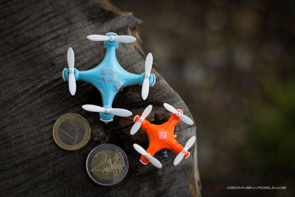 Größenvergleich: Skeye Pico Drone vs. Cheerson CX-10.