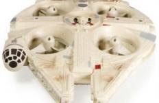Der Quadrocopter lässt sich mit einer 2,4-GHz-Fernsteuerung steuern und aufladen. Eine Reichweite von 60 Metern ist möglich.