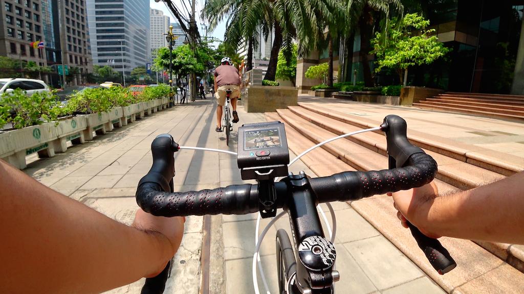 Sony FDR-X3000R auf Fahrrad-Lenker