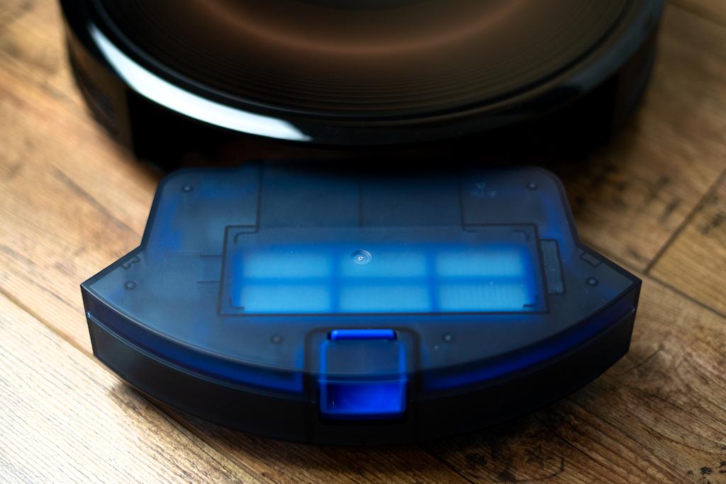 Eufy RoboVac G30 Edge Staubbehälter entnehmen